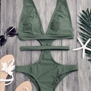 Low neck straps one piece suit